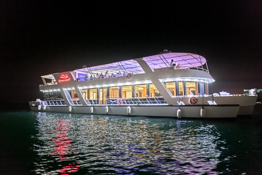 Dubai Marina Dinner Cruise<br >ドバイ マリーナ ディナー クルーズ