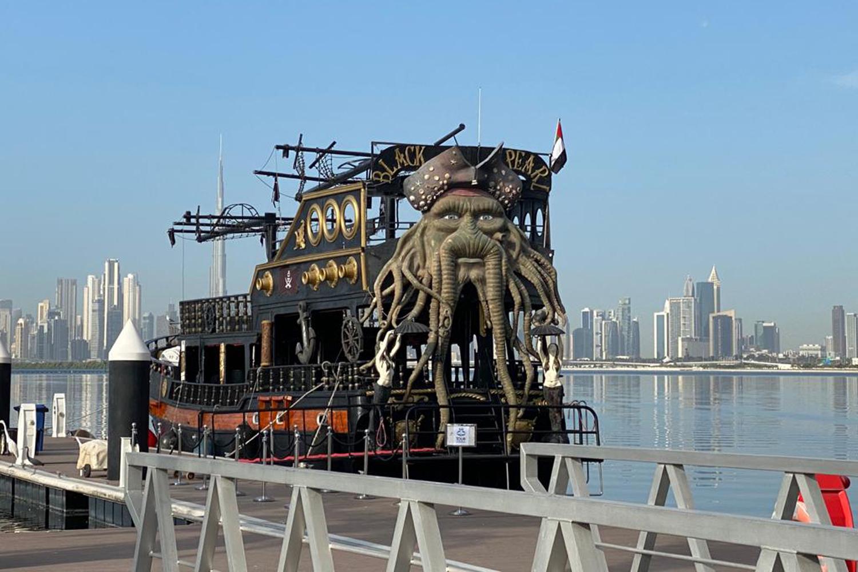 太陽の下で遊ぼう!海賊船をモチーフとした『ブラックパール号』でブランチ&シースイミングツアー(往復送迎付き)