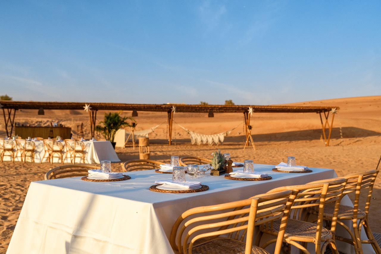 ラグジュアリーなひと時を砂漠で!『ソナラキャンプサンセット&ディナー』(送迎付)